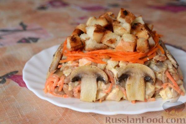 """Рецепт: Салат """"Обжорка"""" с курицей, фасолью, грибами на ..."""