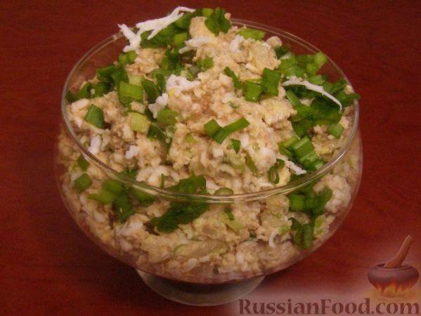 Рецепт: Салат из печени трески (минтая) с яйцами на ...