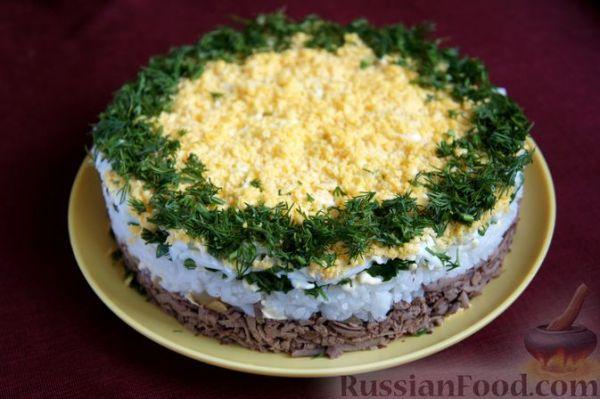 Рецепт: Слоёный салат из куриной печени с рисом и яйцами ...
