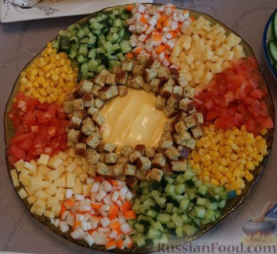 "Рецепт: Салат с крабовыми палочками ""Радуга"" на ..."