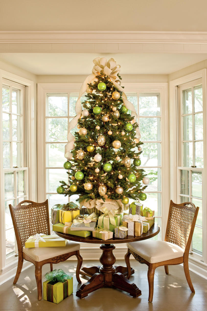 Christmas Tree Decoration Ideas  Pictures of Christmas Trees We Love     Christmas Tree Decorating Ideas