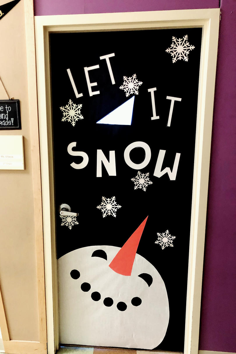 19 Cute Christmas Classroom Doors To Welcome The Holidays