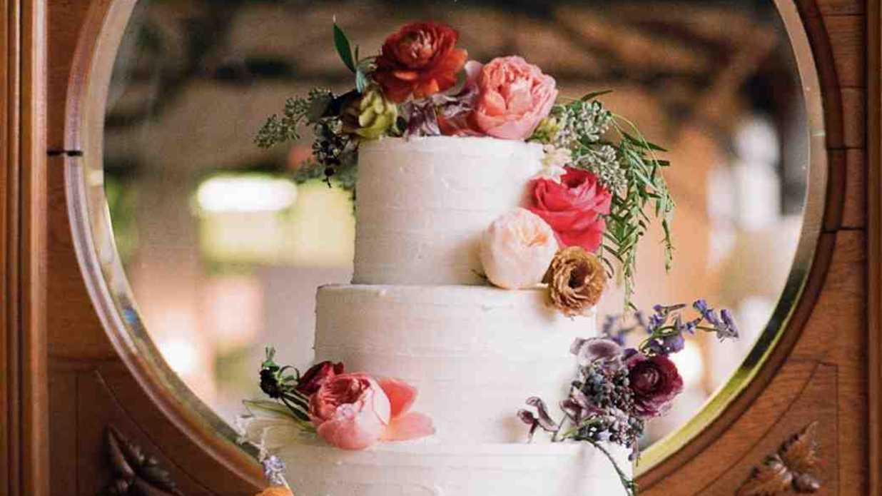 Reasons To Consider A Local Wedding Cake Bakery Southern