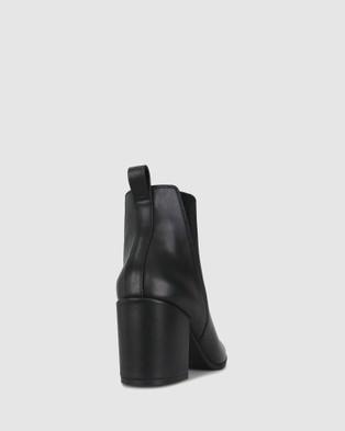 Zeroe Crescent Chelsea Boots Black