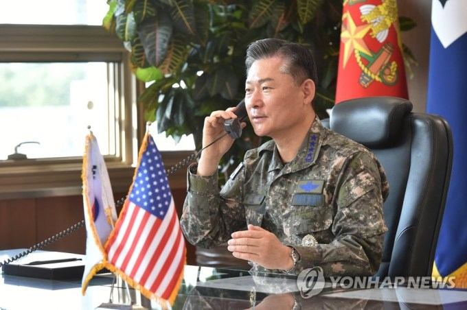 Joint Chiefs of Staff (JCS) chairman Gen. Won In-choul holds phone talks with his U.S. counterpart Gen. Mark Milley on Oct. 6, 2020, in this photo provided by Won's office. (PHOTO NOT FOR SALE) (Yonhap)