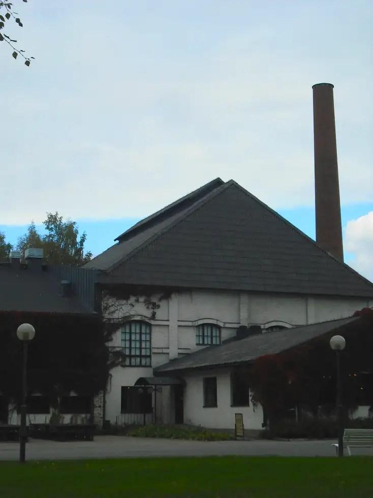 Museo toimii rakennuksessa, jota käytettiin viime vuosisadalla kymmenien vuosien ajan lasitehtaana.