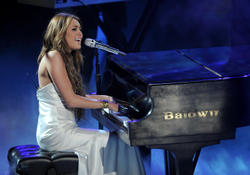 Miley Cyrus Performs at the American Idol Season 9 Top 11 to 10 Elimination Show in Los Angeles - Hot Celebs Home
