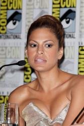 Eva Mendes shows cleavage at the San Diego Comic Con - Hot Celebs Home