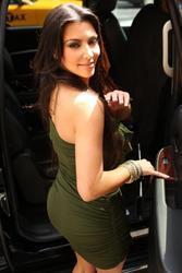 Kim Kardashian busty in tight green dress leaving at ABC Studios, New York - Hot Celebs Home