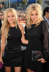 AJ and Aly Michalka leggy in black dresses at The Twilight Saga: Eclipse Premiere in LA  - Hot Celebs Home
