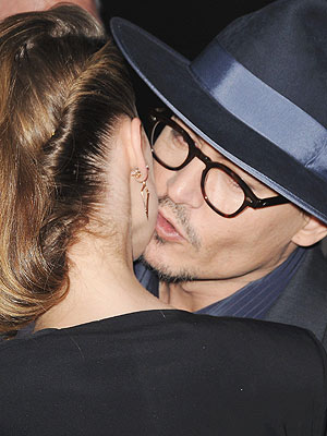 Johnny Depp Amp Amber Heard Kiss On The Red Carpet At 3 Days To Kill Premiere Engagements Amber
