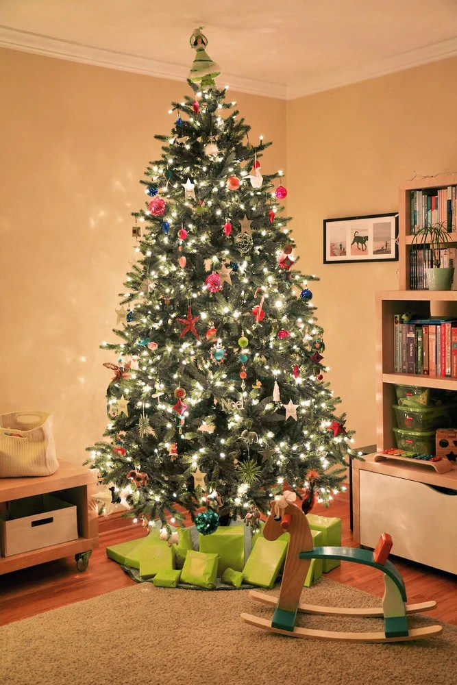 how to put lights on christmas tree string light guide - Best Way To Put Lights On A Christmas Tree