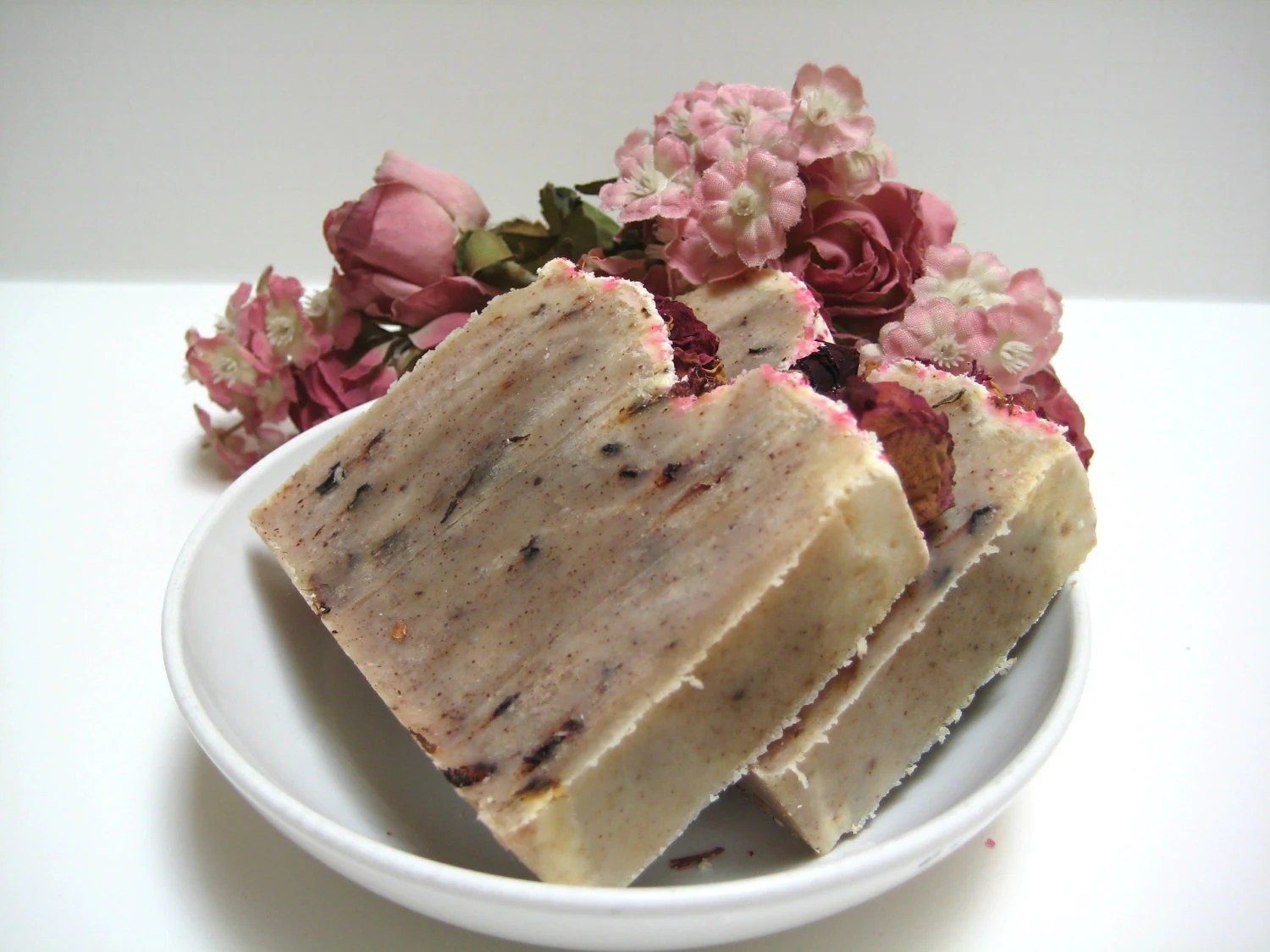 Rosehip and Geranium Soap - Spa Quality with botanical essences - Vegan Artisan soap from scratch