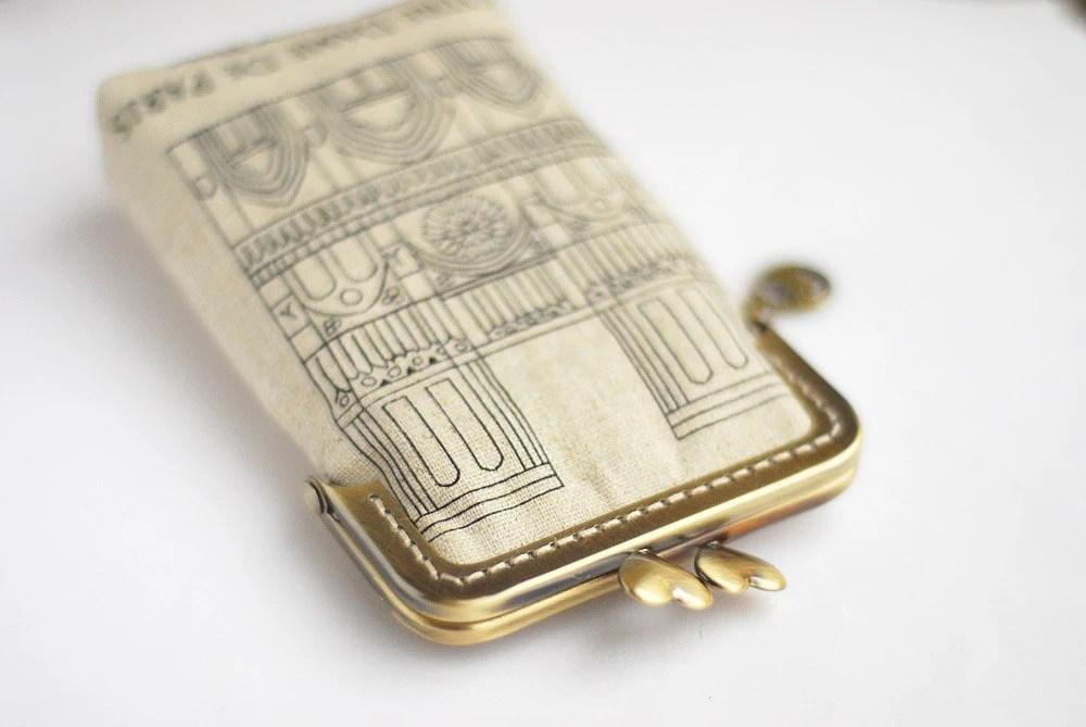 iPhone Case iPhone sleeve gadget case- Notre Dame de Paris  ( iPhone 5, Samsung Galaxy s3 Size available)