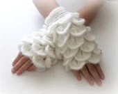 White Fingerless Gloves ,  Trendy, Girly, Teenie, Women, Flower, Artichoke - Iovelycrochet