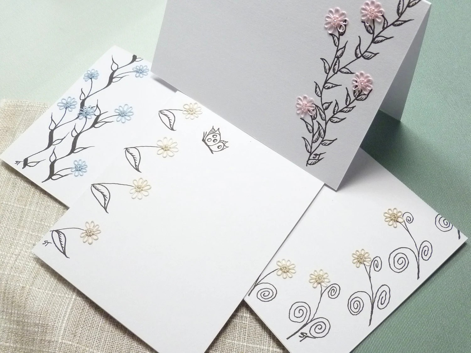 SALE Blank Stationery with tiny Tatted Flowers and beads -Teeny Tats -015