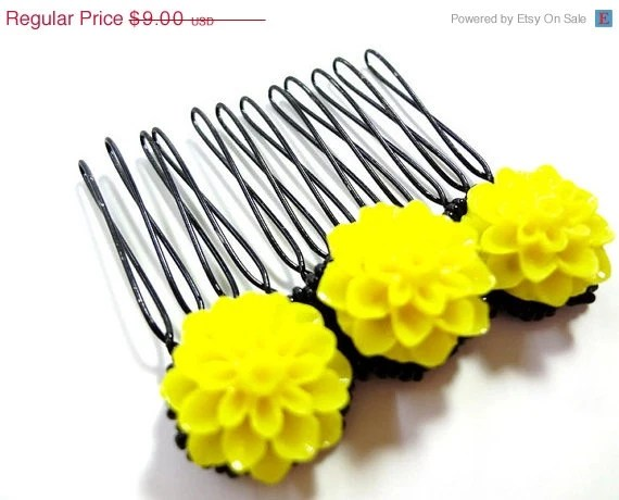 Black Friday SALE Bright Yellow and Black Flower Comb - MegansBeadedDesigns