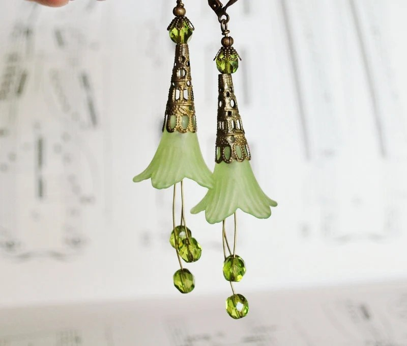 Fluted Green Flower Earrings - SoloArtworks