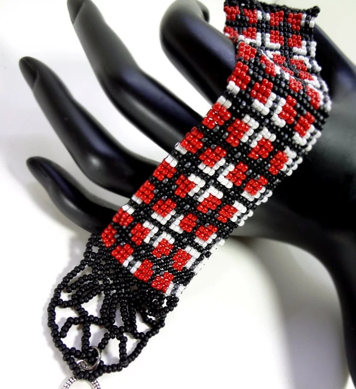Scottish Plaid Tartan Beaded Loom Bracelet in Red and Black - MegansBeadedDesigns