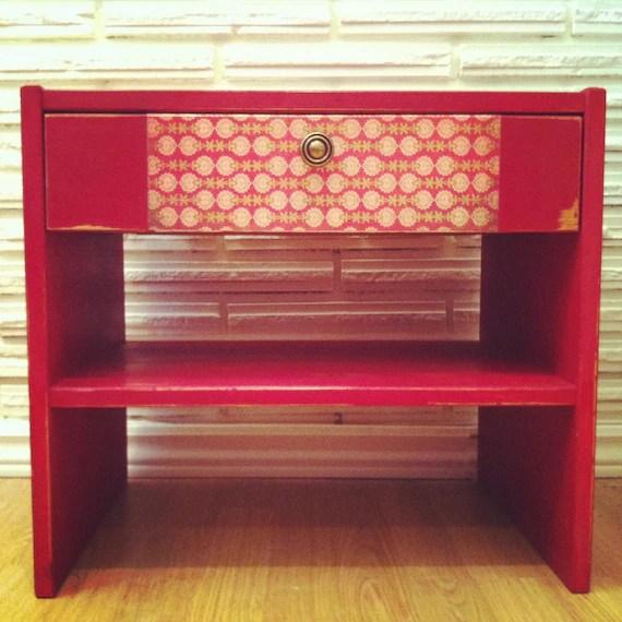 Jolie table de nuit rouge passion