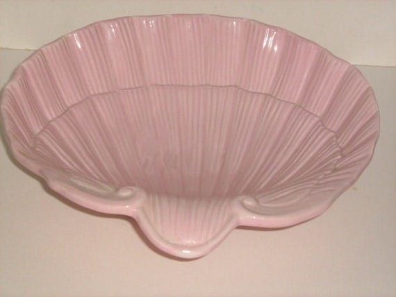 Ceramic Pink Shell - Large fluted versatile dish/bowl