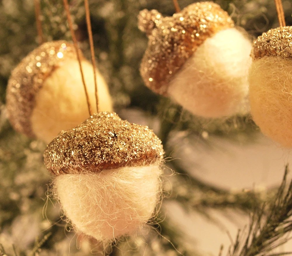 5 beautiful glittered hanging acorn ornaments (silver) (group 1)