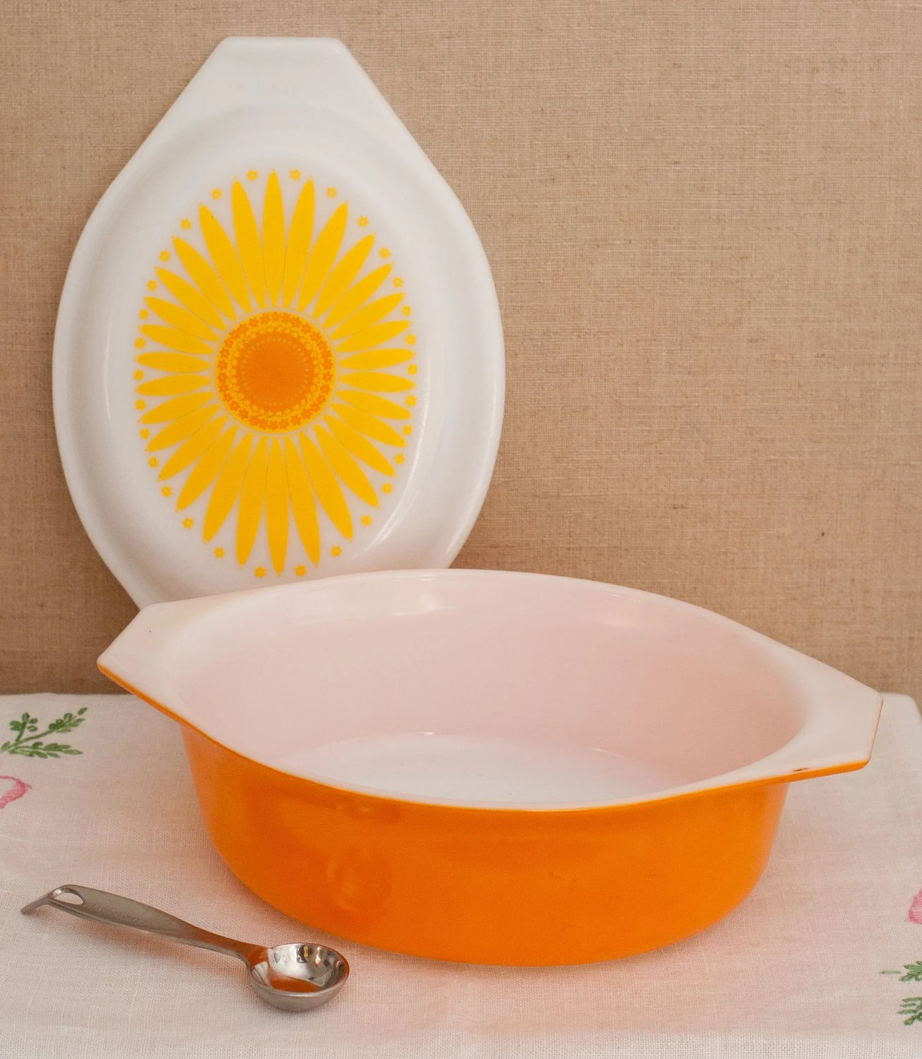 Vintage Oval Pyrex Yellow and Orange Daisy 2.5 Quart Casserole with Cinderella Handles