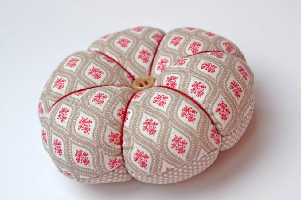 Pin cushions : Damask Style