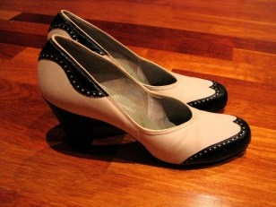 Vintage 1940s Kid Leather White and Navy Spectator Shoes