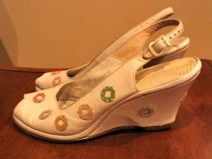Vintage 1940s White Leather 'Wedeglings' With Coloured Circle  Trim