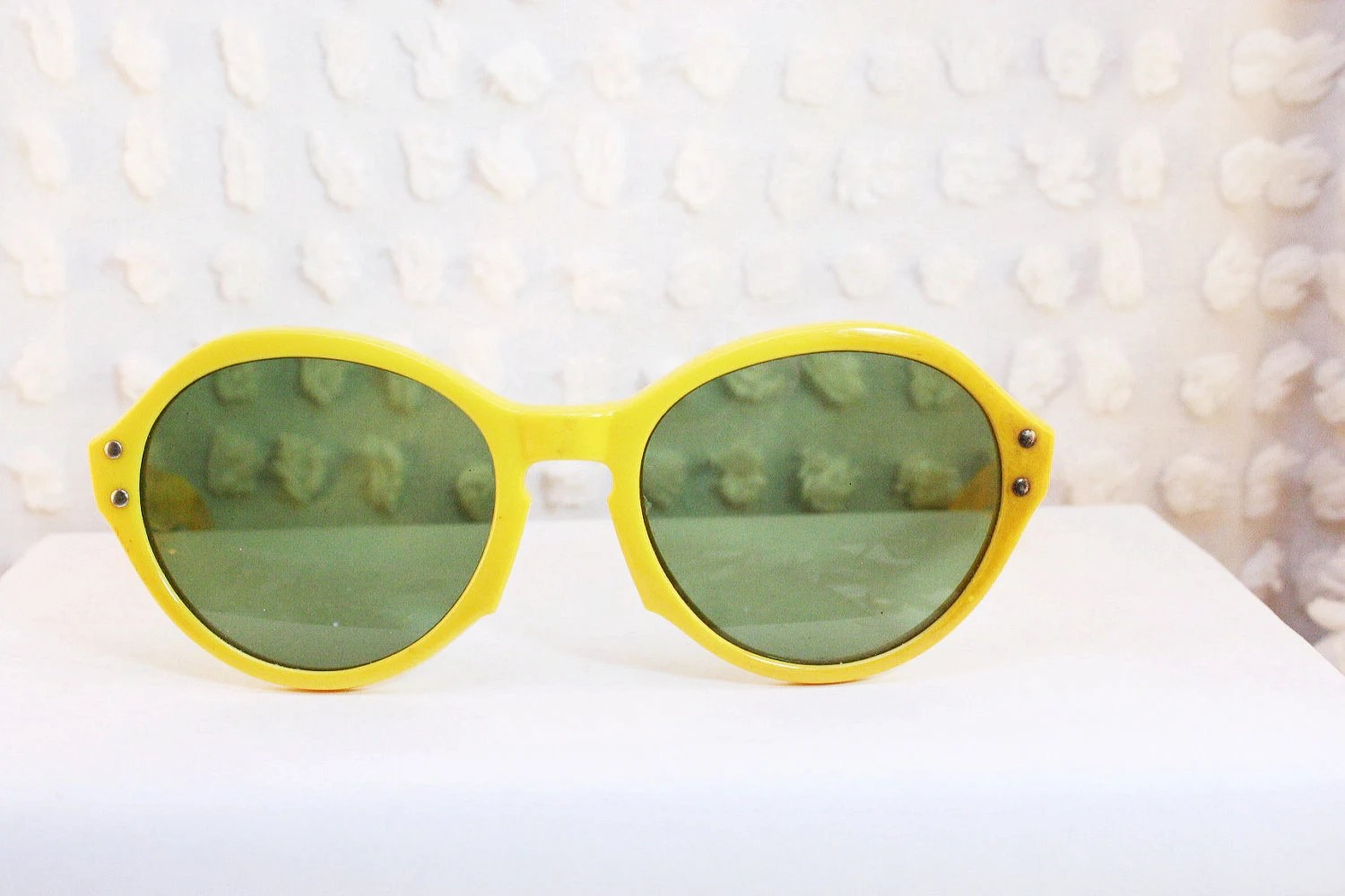 Yellow 1960's Round Sunglasses Bright Horn Rim Sunny Simple Non Prescription Green Tint Lens - THAYEReyewear