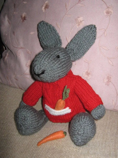 Lucca - A Knitted Grey Rabbit