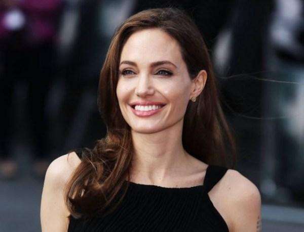 """Инсайдеры: Анджелина Джоли выбрала наряд-""""прикрытие"""" для ..."""
