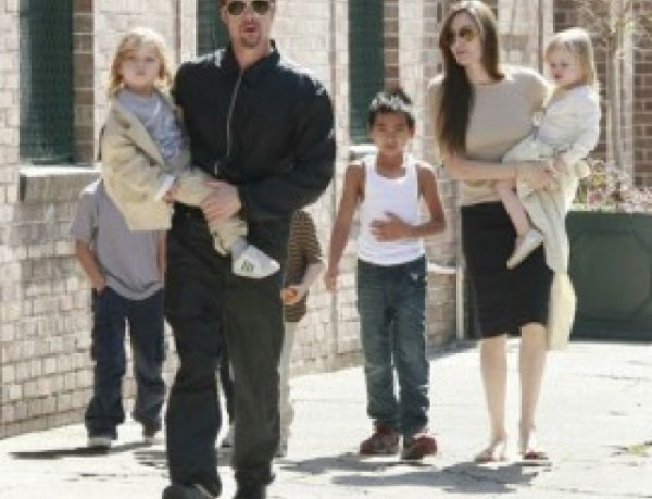 Анджелина Джоли и Брэд Питт на прогулке с детьми. ФОТО ...