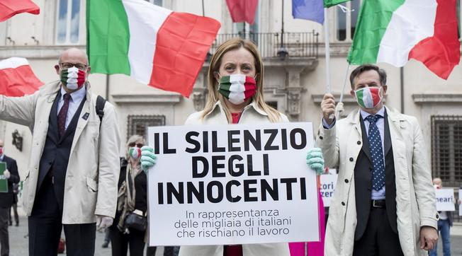 Renzi? I don't know why he did it. I can't speak for Salvini, but .... Strange understandings, Meloni: the arrow to the League