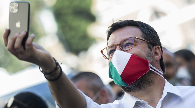I also speak confidentially with some ministers. But .... Salvini, shot at Berlusconi: Do you remember Bertinotti?