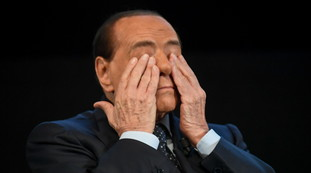 A low blow and a betrayal.  Toti stabs Berlusconi, Senaldi merciless: with closed seats, perfect timing