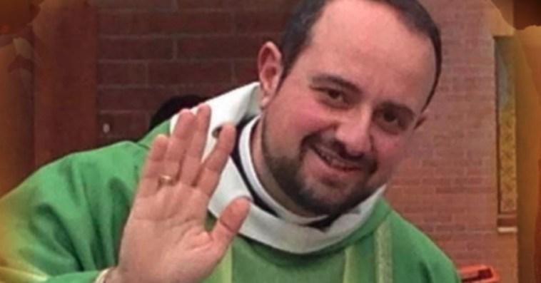 """Coronavirus, """"è carità cristiana"""". Don Pasquale chiude la chiesa ai non vaccinati. Il caso Bernalda divide l'Italia"""