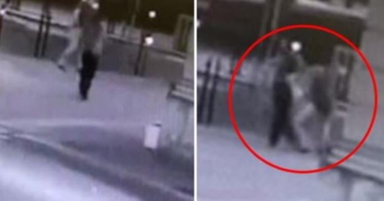 Voghera, l'assessore Adriatici steso con un pugno in faccia: spunta il video dell'aggressione