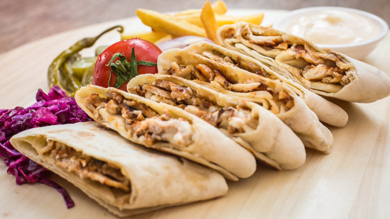 Shawarma assembled with vegetables