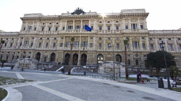 Udine, figlio ucciso era solo adottivo: Cassazione annulla ergastolo