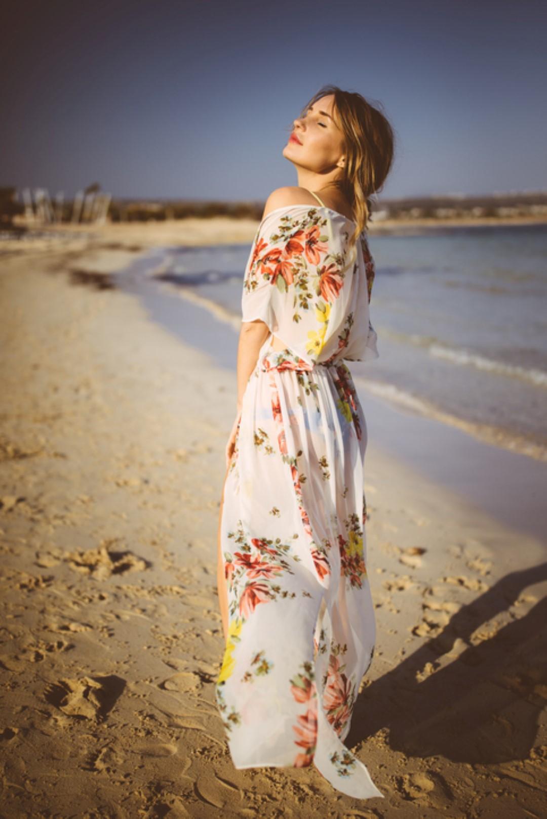 Cosa indossare in spiaggia quando si superano gli anta.   TInformo ff75e6f036b