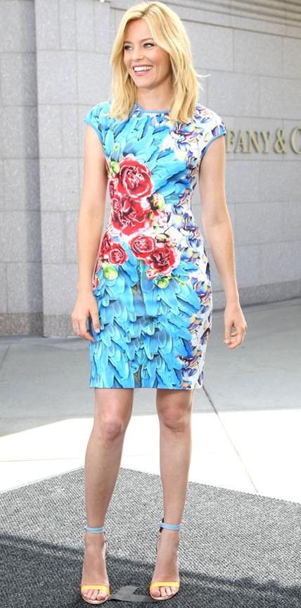 Elizabeth Banks in McQ Alexander McQueen