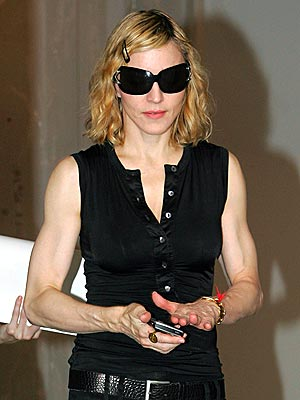 https://i1.wp.com/img2.timeinc.net/people/i/2007/startracks/070813/madonna.jpg