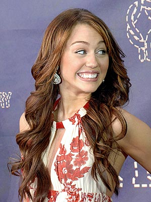 Miley Cyrus Wavy Hairstyle