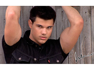 Taylor Lautner's New Body: 'I Grew Out of My Clothes'