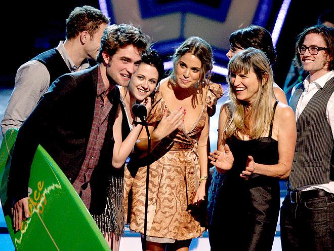 The Twilight cast accepts their award