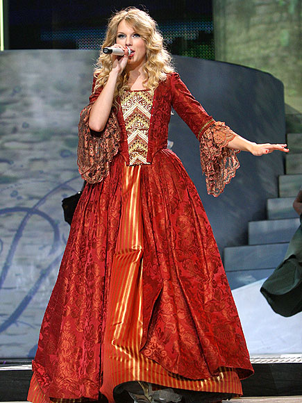 BELLE OF THE BALL photo   Taylor Swift
