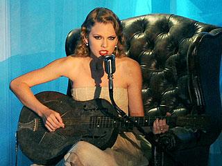 Taylor Swift Fires Back at Kanye in New Song at VMAs | Taylor Swift