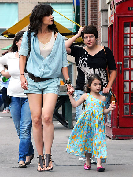 WINDOW SHOPPERS photo | Katie Holmes, Suri Cruise